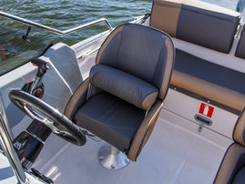 Fully padded 'Mini' offshore seat (flip-up front)