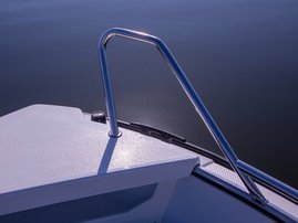 Shark fin bow railings (Fox Avant 2018)